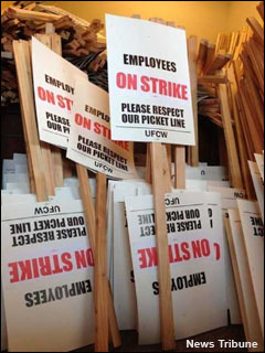 tnt-grocery-strike-signs