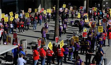 reu-fight-for-15-protest